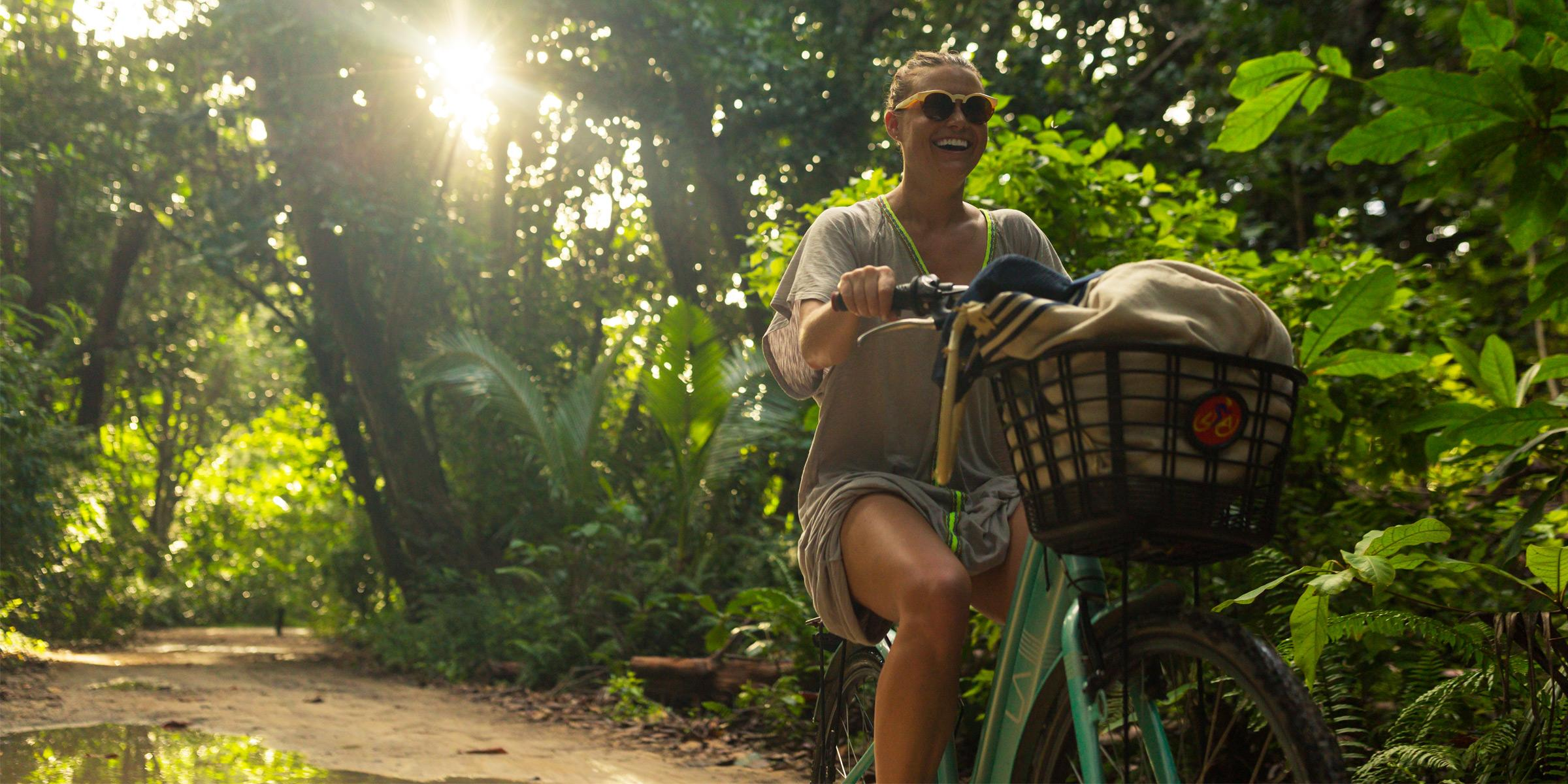 seychelles_woman_bike_bicycle_la_digue_2400x1200_web.jpg